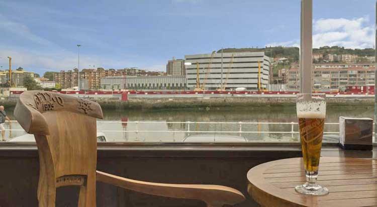 Vistas a la Ría de Bilbao desde el Restaurante Astillero