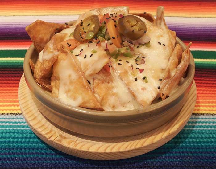 Nachos con queso, comida mexicana en Bilbao