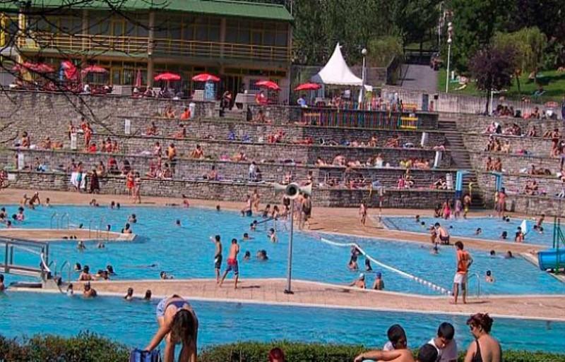 Las piscinas de bilbao al aire libre bilbao plan for Piscinas municipales bilbao
