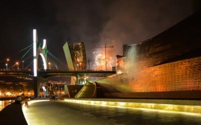 Museo Guggenheim de Bilbao por la noche