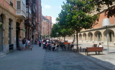 Terraza Alondegi de Bilbao