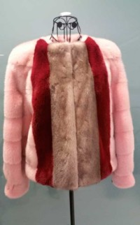 Julio Lama - chaqueta rosa