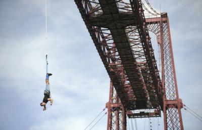 Goming en el Puente Colgante de Bizkaia