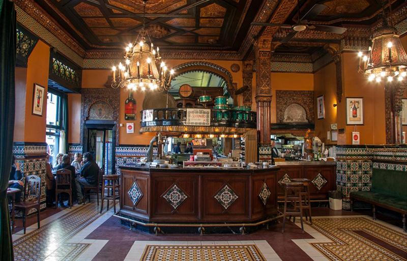 cafe-iruña-entrada interior